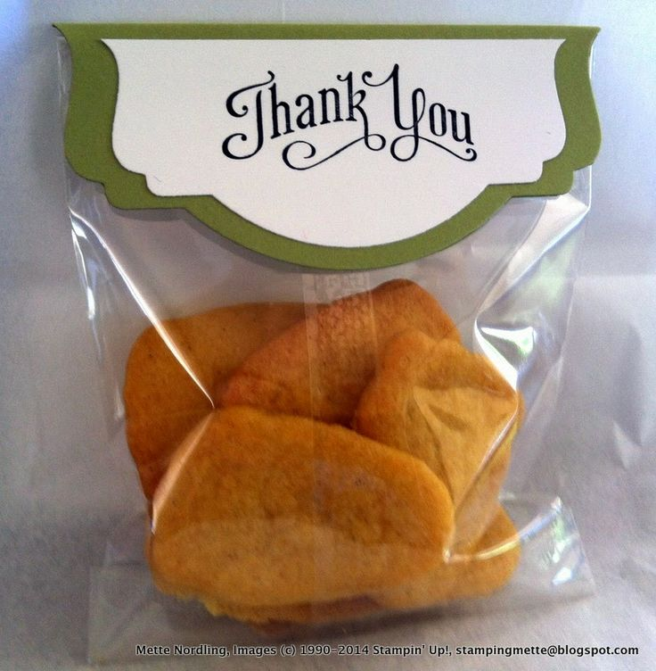Baby shower - thank you 'foot' biscuits