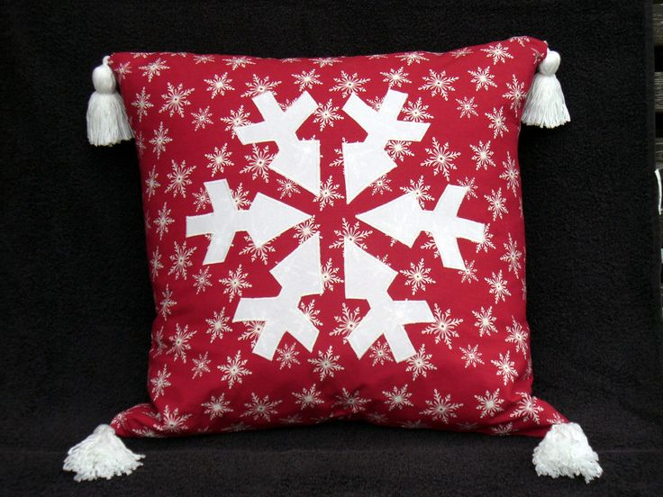 https://flic.kr/p/aHYFX2 | Pillow in red and white - Snow