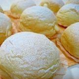 冷やして美味しい ふわふわ 天使のクリームパン 材 料(12人分) 強力粉280g 牛乳190cc 砂糖大さじ2 塩小さじ半 サラダ油大さじ2 ドライイースト4g ※牛乳 (カスタードクリーム分)200cc ※卵黄2個 ※砂糖50g ※薄力粉20g ※生クリーム100cc