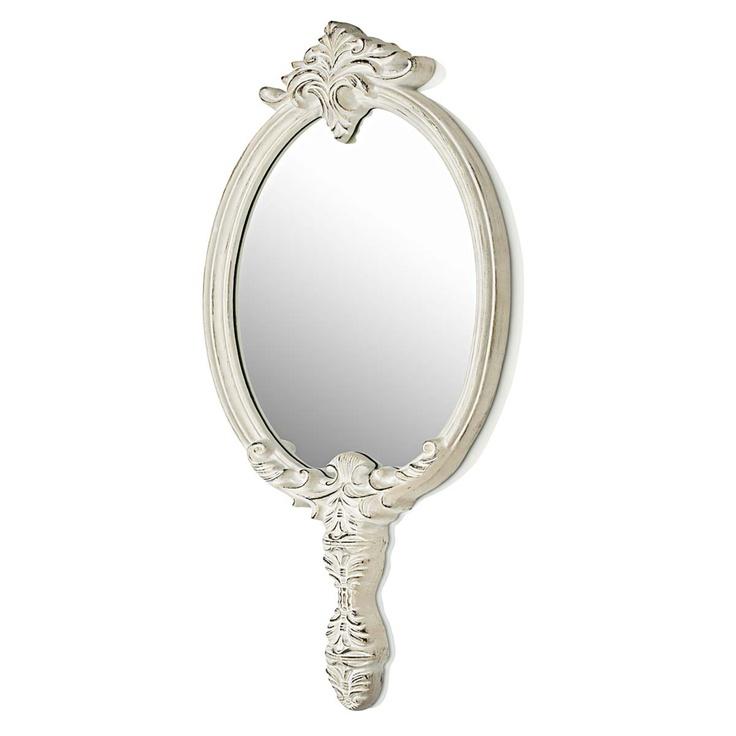Süßer Spiegel mit rustikalen Details.