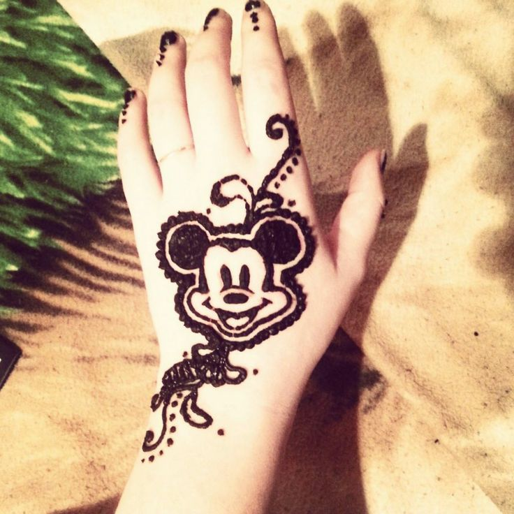 I don't really like the designs around it, but the Mickey is super cute!