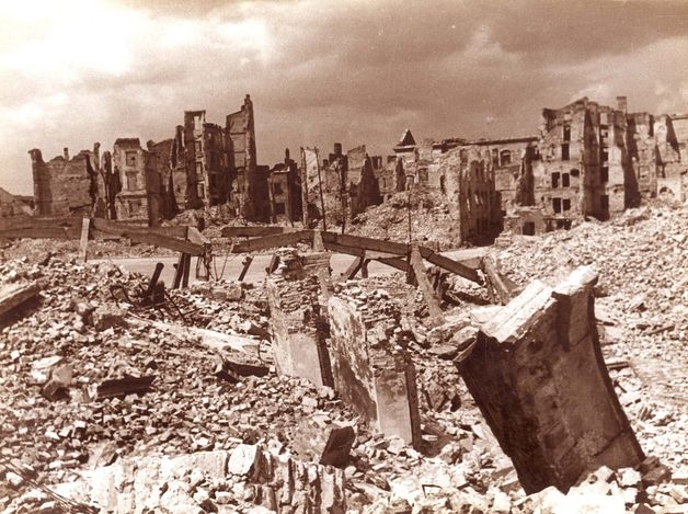 Warsaw, Poland, a photograph of the ruins of the town, 1945.