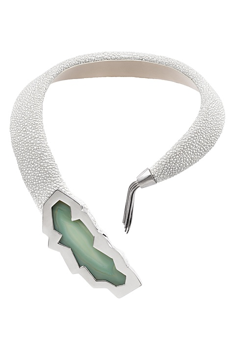 Giuliana Mancinelli Bonafaccia - Grey galuchat leather necklace with silver dipped in black ruthenium and agate.