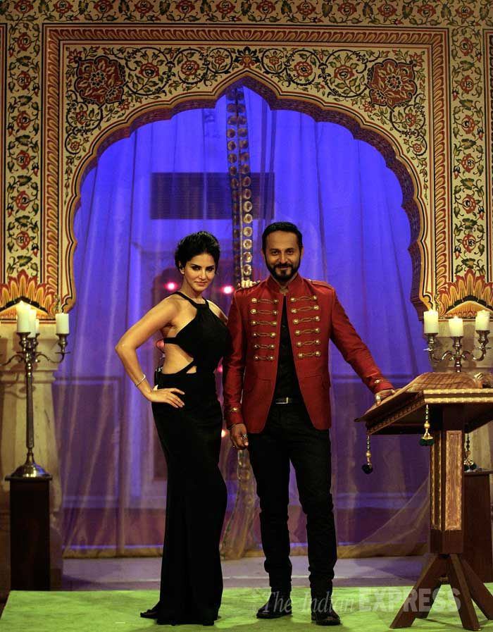Hot in Black - Sunny Leone poses with co-host Nikhil Chinappa. #Style #Bollywood #Fashion #Beauty