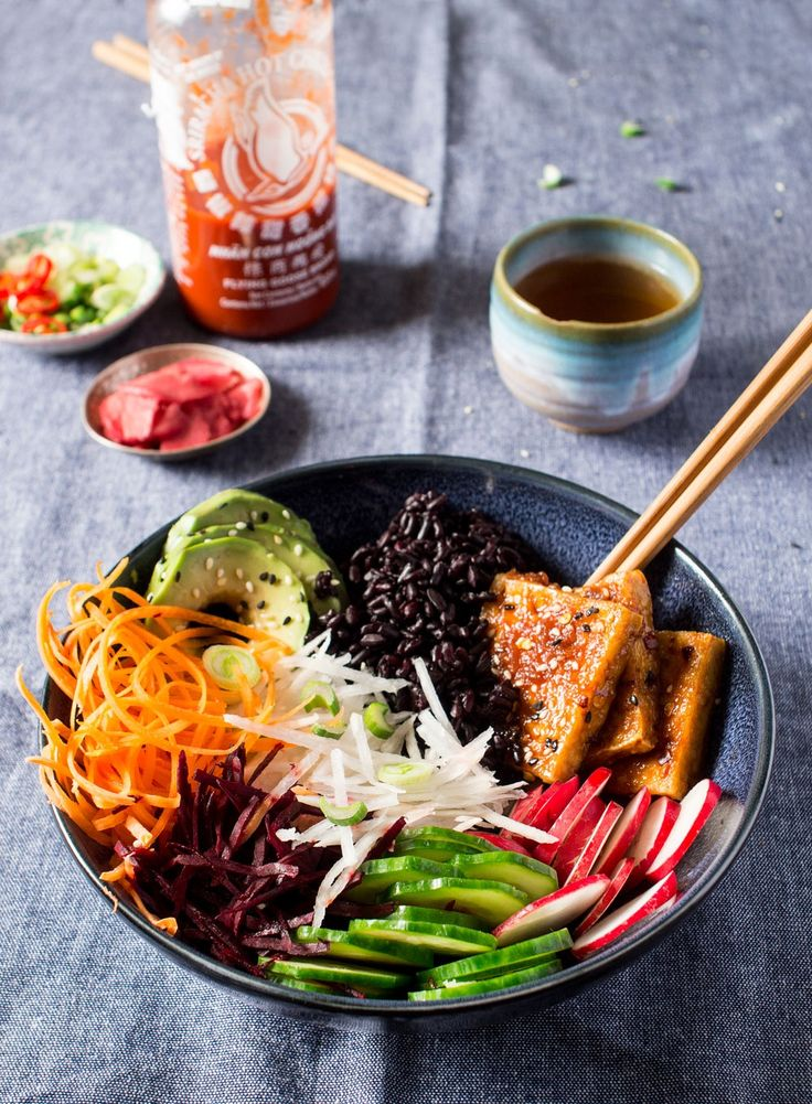 Vegan sushi bowl  ( avocado carrot cucumber beetroot turnip radishes pickled ginger spring onion sesame seeds tofu )