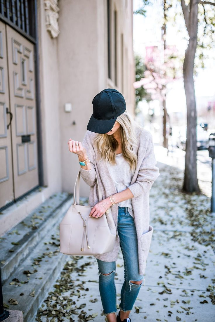 Neutrals + black baseball hat + sneakers.