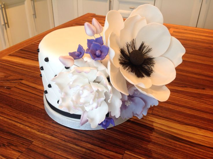 Black and white cake - peonies and anemone