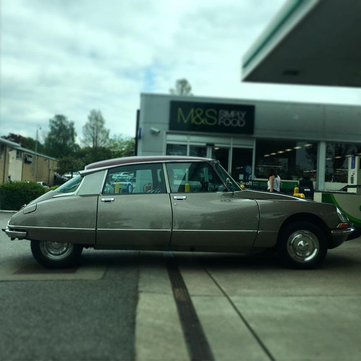 Petrol stations always a great spotting opportunity - Stunning classic Citroen DS in Harrogate