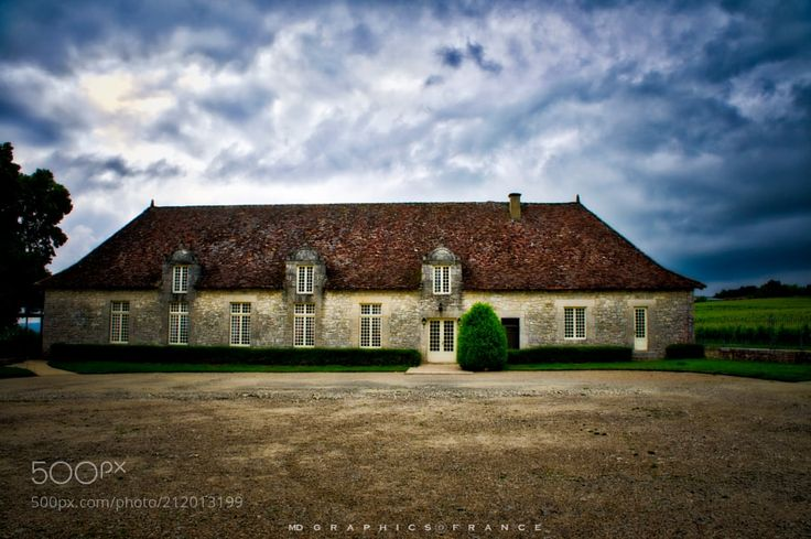 THE LONG HOUSE - a beautiful example of Perigourdine architecture..