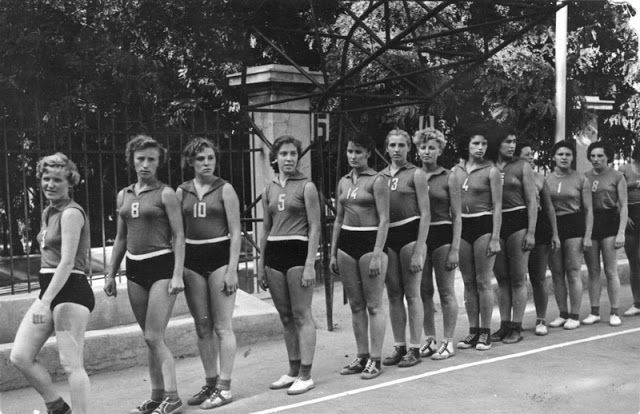 vintage everyday: Interesting Vintage Photos of Soviet Sport Girls and Beaches In the 1930s