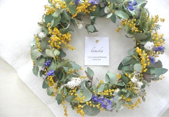 Category : Wreathご覧いただきありがとうございます。二種類のユーカリと色鮮やかな黄色の花のミモザが印象的な季節のリースです。ふわふわのミモザの...|ハンドメイド、手作り、手仕事品の通販・販売・購入ならCreema。