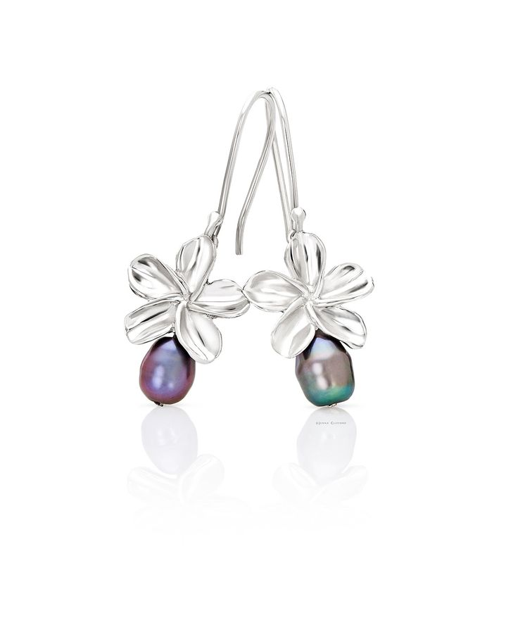 These shepherd hook frangipani earrings are set in sterling silver (925) and feature a freshwater pearl drop. www.jennaclifford.com