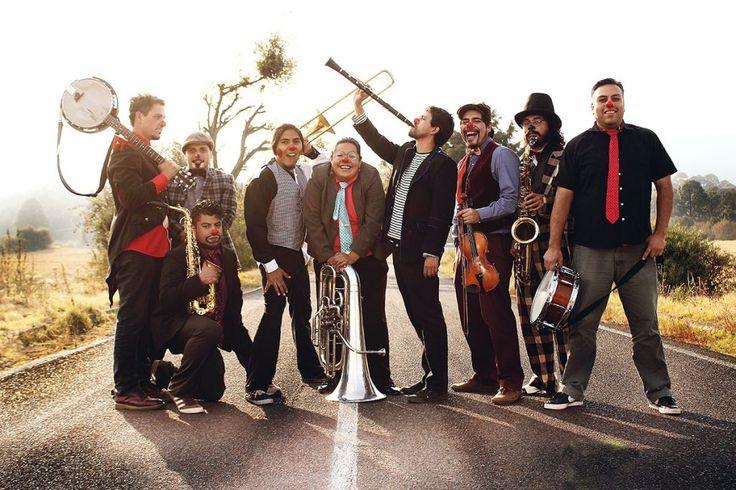 El Triciclo Circus Band es una banda originaria de la Ciudad de México que surgió en el año 2009 en medio de la pandemia de la influenza AH1N1.