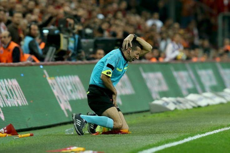Golsüz eşitlikle sona eren Galatasaray-Fenerbahçe derbisine karşılaşmanın hakemleri damga vurmuştu