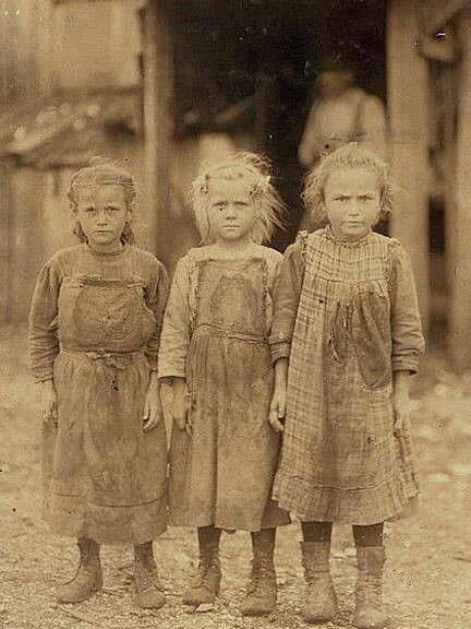 Oyster shuckers in South Carolina Josie 6, Bertha 10 and Sophie 6. 1909