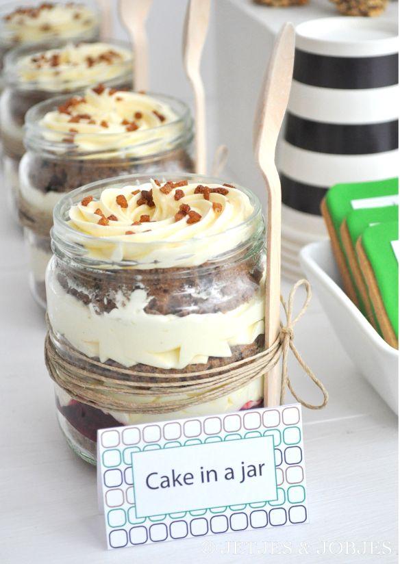 Modern Indiana Jones Party @jetjesenjobjes. Yummie cake in a jar by Traktaartie.nl