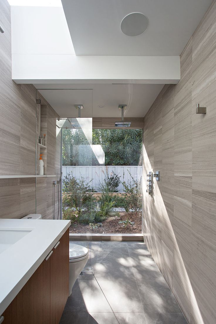 Bathroom with architectural sky light Open-Eichler-Home-Klopf-Architecture-11