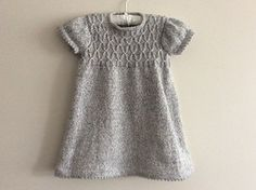 Free pattern This adorable dress and leggings set is perfect for every party. The smocked detail is a joy to knit and wear.