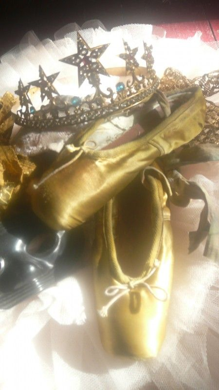 goud bronskleurige spitzen - crown and vintage ballet shoes