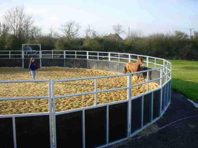 round pen I'd love to have. Looks a little safer than a full bar round pen, then silly colts can't get their legs stuck in the fence