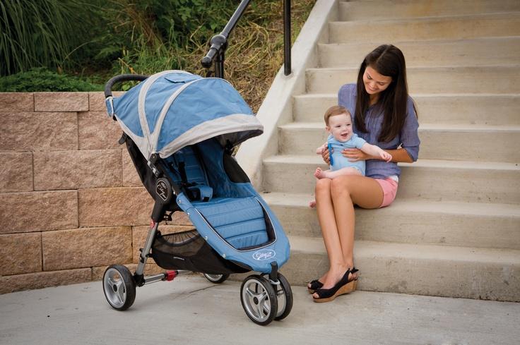 Il pluripremiato City Mini 3 é un mix di caratteristiche tecniche e di design che soddisfano appieno lo stile di vita dei genitori urbani. La sua maneggevolezza e il design contemporaneo lo rendono il passeggino a tre ruote ideale per affrontare la giungla urbana con stile.