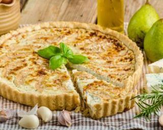 Quiche allégée poires et roquefort : http://www.fourchette-et-bikini.fr/recettes/recettes-minceur/quiche-allegee-poires-et-roquefort.html