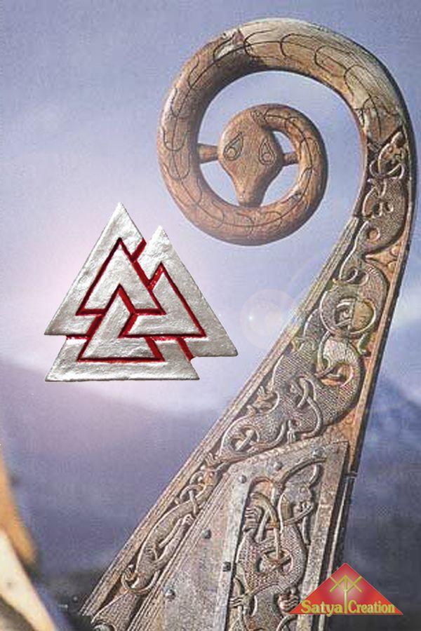 Valknut, viking symbol, pendant, handmadejewelry, giftforhim, giftideas. Available on Etsy : Satya Creation.