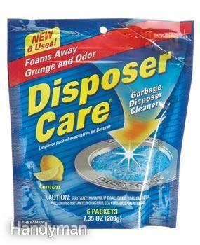 Mantenga su triturador olor fresco  Olvídese de los limones limpio y desodorizar el triturador de basura con un limpiador triturador en unos 15 segundos. Una marca se llama Disposer Care ($ 4). Abra el agua caliente, vierta un paquete de Disposer Cuidado en el triturador y vuelva a encenderlo. Hazlo una vez a la semana.