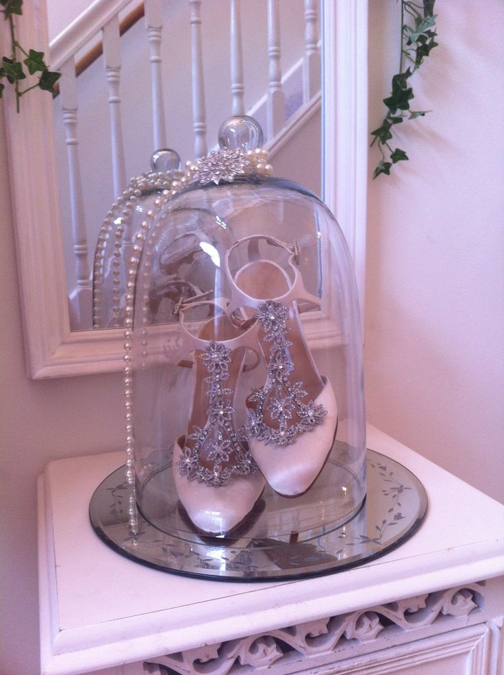 Manolo Blahnik wedding shoes in dome www.thevintageroom.info