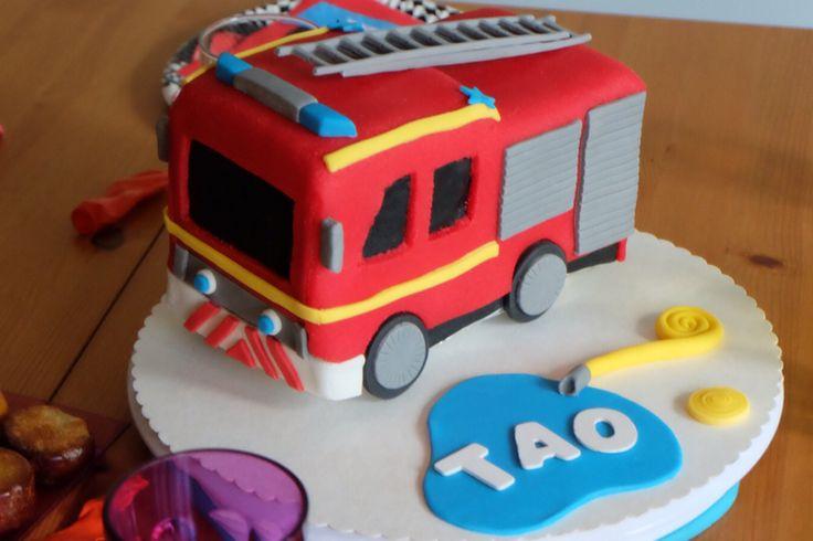 G teau camion de pompier fire engine cake anniv 2 ans et 3 ans pompier pinterest g teaux - Idee gateau anniversaire garcon ...