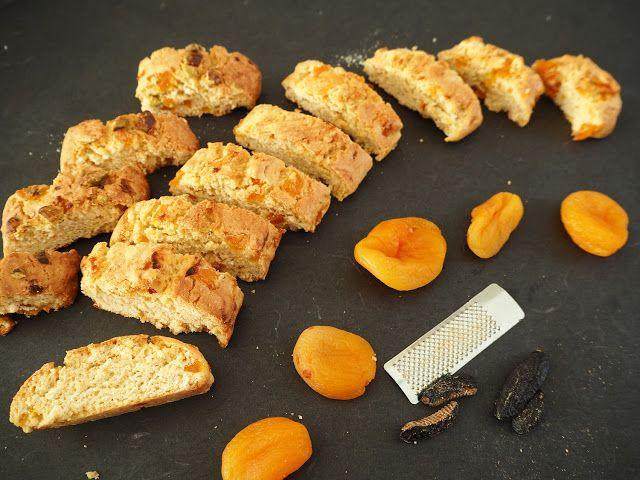 SMAKI FRANCJI współczesna kuchnia francuska: CANTUCCINI Z SUSZONYMI MORELAMI I ZIARNAMI TONKI
