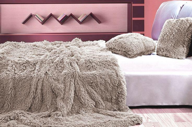 Koc włochaty beżowy na łóżko do sypialni