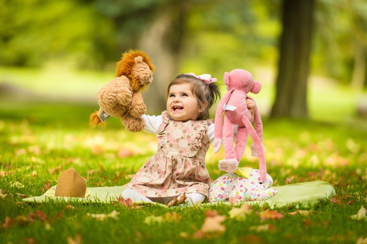 R&A Photography | happy baby during photo session at Meadowvale Conservation Area, Mississauga