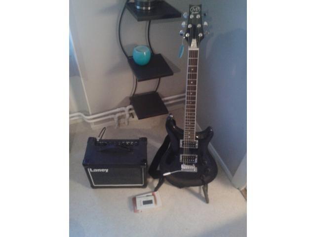 Jag säljer min elgitarr med lite tillbehör hadde tänkt 1000 :- eller högst bjudande