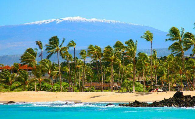 Schnee in Hawaii:  Unten am Strand, wo wir wohnen, gehen wir wie immer Baden ... aber oben auf dem Mauna Kea hat es wie jeden Winter geschneit. Es ist der höchste Berg der Welt, mißt man vom Meeresgrund. Dann gehen wir oben Rodeln ;-)  www.LisarRainbow.com  ****  Snow in Hawaii:   Down at the beach, where we live, we go swimming as usual ... but up on Mauna Kea it snowed again, like every winter. It is the highest mountain of the world, measured from ocean bottom level. Then we go…