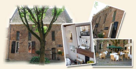 't Pestengasthuys Rond 1450 is in Zwolle het Pestengasthuys gebouwd aan de buitenkant van de stadsmuur. Een ziekenhuis waar mensen met pest werden voorzien van eten en drinken. Nu huisvest er een sfeervol restaurant met een indrukwekkend interieur. 'T Pestengasthuys vindt u aan het Weversgildeplein 1 in #Zwolle