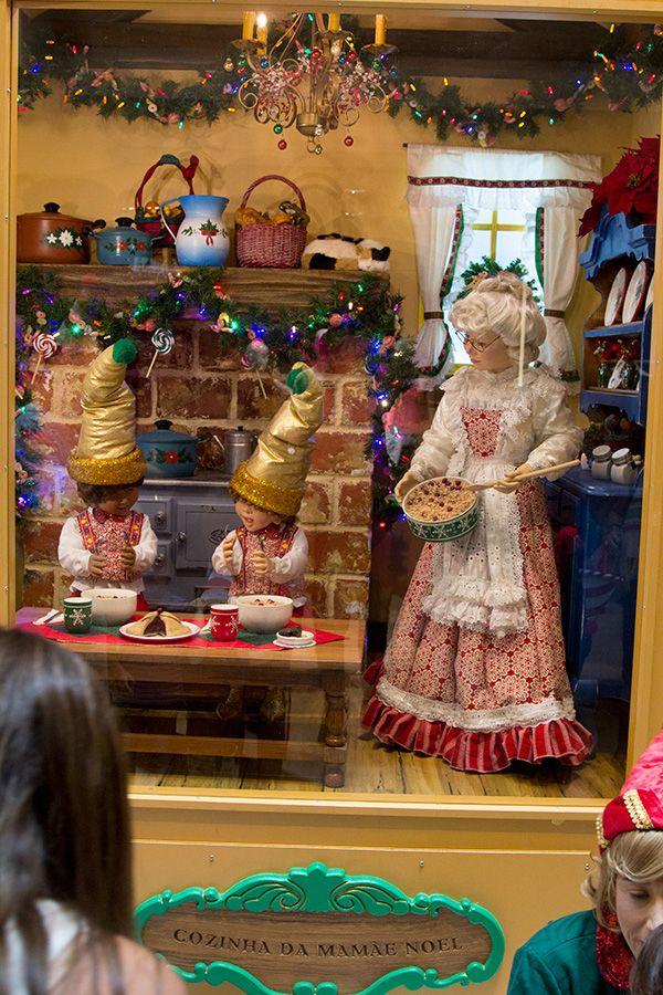 #NoVarejoPeloMundo O @MorumbiShopping trouxe ao Brasil as vitrines mágicas de Natal que enfeitam lojas de Nova York como @Cartier, @Bloomingdales, @Saks Fitfth Avenue e Bergdorf Goodman (@bergdorfs). Os bonecos, ambientes e objetos foram produzidos por artistas plásticos da Spaeth Design. #design #ny #natal #natalnomorumbishopping #BlogMorumbiShopping #decoracao #natal2014 #shoppingcenter #varejo #novarejo #retail