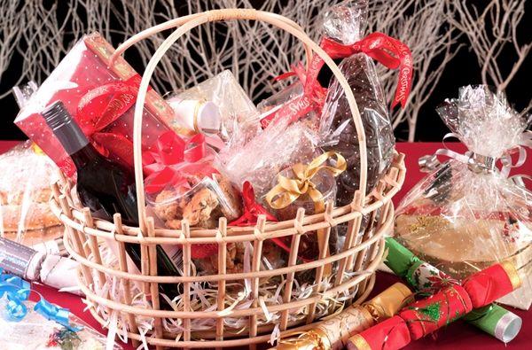 Cesta de natal - Separamos algumas dicas e o passo a passo para que você consiga montar uma cesta de natal em casa impecável.