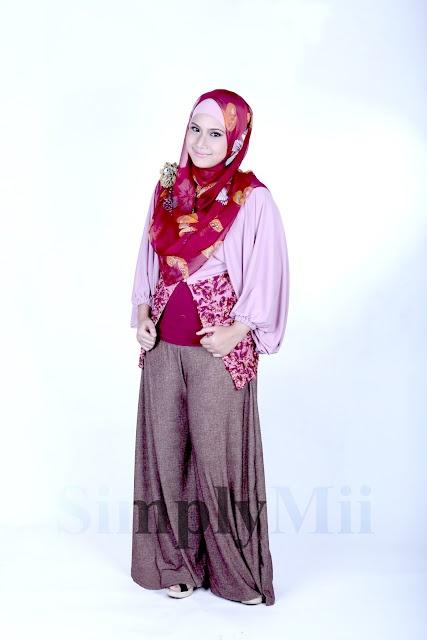 SimplyMii - Sofie Circle Cardigan - Strawberry IDR 195.OOO (all size) | Sabrina Wide Leg Pants - Chocco Denim IDR 225.OOO (all size)
