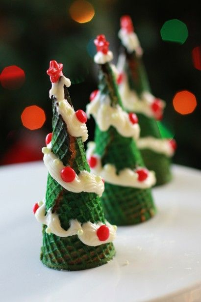 Cupcake Filled Christmas Tree Cones ~ Fun and easy recipe to make with the kids! These Christmas Tree Cones are sure to bring the cheer to your holiday festivities