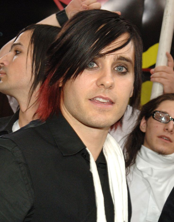 Even Jared went through an emo phase. Just look at his red locks and eyeliner (guy-liner?)!