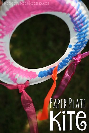 """EASY PAPER PLATE KITE CRAFT for kids. This easy paper plate kite craft is perfect for toddlers and preschoolers to make to celebrate spring, or as a Letter """"K"""" craft in preschool."""