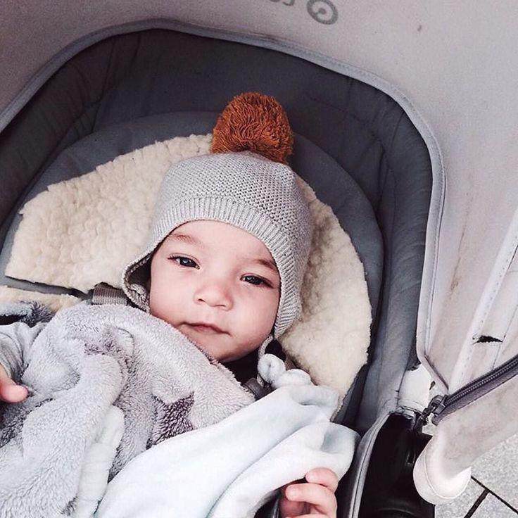 September morning face  #helloseptember #september #goodmorning #morning #baby #babyboy #cute #bassinet #stroll #stroller #concordneo #concord #poussette #cochecito #bebe #kinderwagen #repost @kena_lein