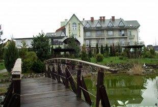 Отель «Санта Мария» Цена: от 230грн. Курортный комплекс «Санта-Мария» приглашает гостей в увлекательное путешествие по Карпатам! Прекрасные горные пейзажи, элегантная архитектура и великолепное внутреннее убранство создают атмосферу покоя и чудесного отдыха.
