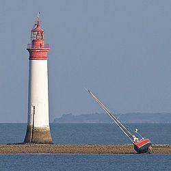 Phare de Chauveau, seul phare en mer du département - Face à la pointe du même nom au large de Rivedoux-plage | Ile de Ré | Charente-Maritime Tourisme #charentemaritime | #phare | #atlantique - France