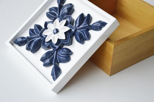 Blue patterned tile box