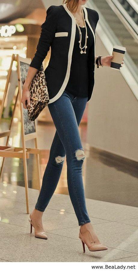 Trabalho - work - moda - fashion - look - estilo - style - clássico - classic - elegante - elegant - casual - blusa - shirt - camisa - preta - black - blazer - black and white - preto e branco - blue jeans pants - calça jeans azul - skinny - shoe scarpin nude - sapato - bag - bolsa- inspiration - inspiração - preppy women