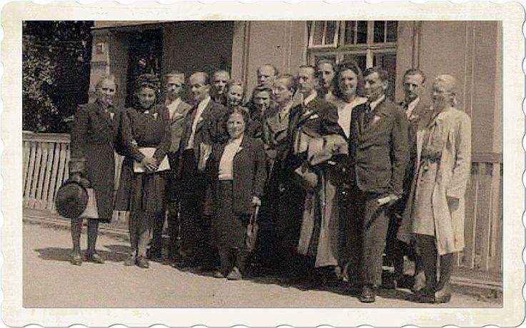 Skupina esperantistů  v Doksech u Máchova jezera. Někdy v letech 1946 - 1954.