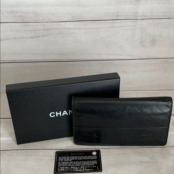CHANEL Quilted Embossed Logo Wallet Rang: AB Interieur in gutem Zustand. Segeltuch…   – My Posh Picks