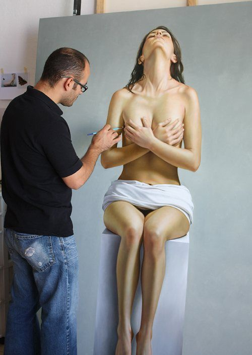 EXQUISITE HYPER-REALIST PAINTING BY OMAR ORTIZ  Mexican Omar Ortiz uses human body as main element in its work. His hyper-realistic artwork is surprisingly exquisite.